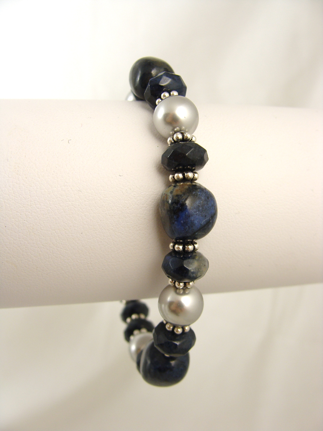 Dumortierite and pearls bracelet