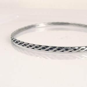 sterling silver wave pattern bangle