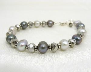 Shimmery grey pearl bracelet